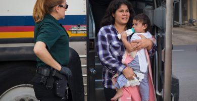 ¿Cómo buscar personas detenidas por inmigración?