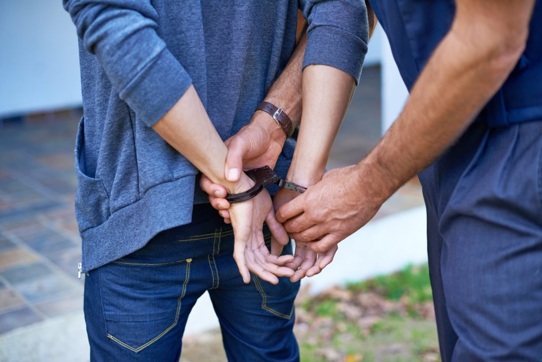¿Cómo saber si tienes una orden de arresto gratis?