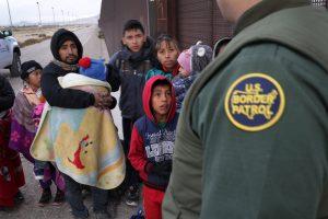 Cómo enviar dinero a un detenido por inmigración