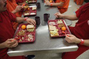 Comida en la cárcel: ¿Qué comen los presos en Estados Unidos?