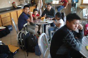 Inmigrantes en centro de detención de Texas