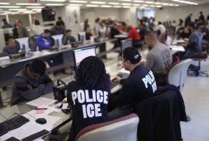 Cómo pagar una fianza de inmigración